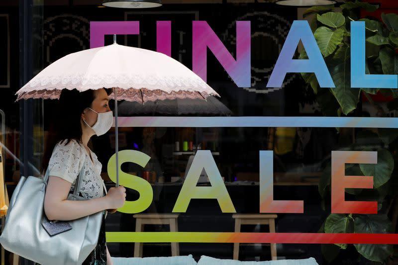 Kesengsaraan akibat pandemi di Jepang mengungkap manfaat 'Abenomics'
