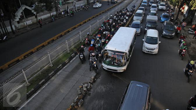 Top3: Truk Polisi Langgar Jalur TransJakarta dan Tilang Elektronik di Jalan Tol