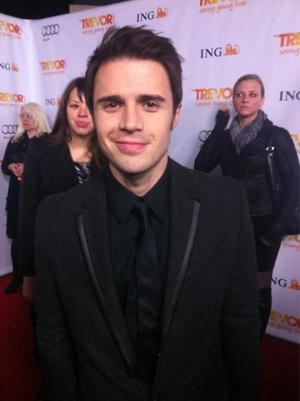 """Kris Allen Movingly Performs """"Imagine"""" at Trevor Project Gala"""