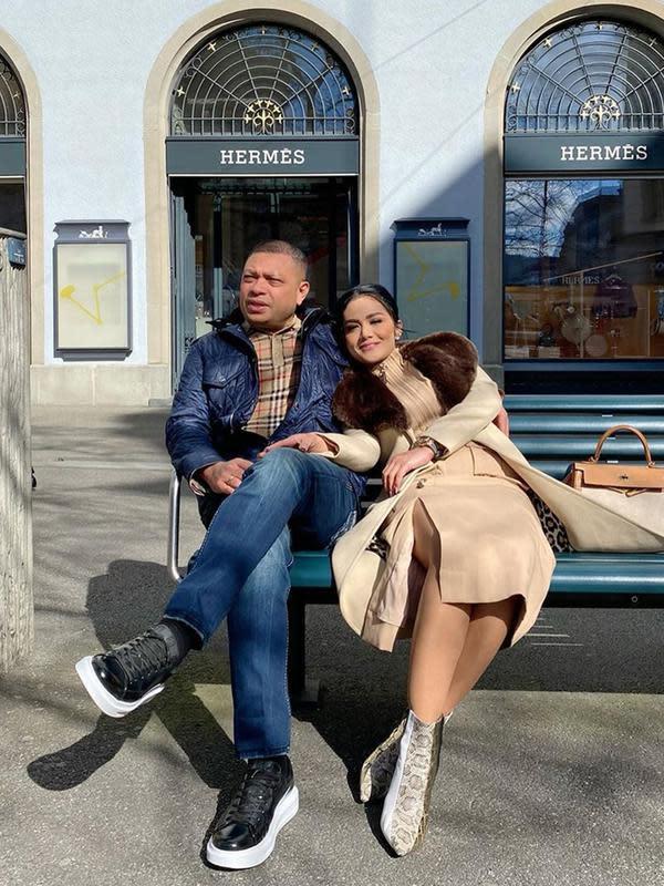 Krisdayanti, Raul Lemos dan keluarganya berlibur ke Swiss ditengah ramai virus Corona. (Sumber: Instagram/@krisdayantilemos)
