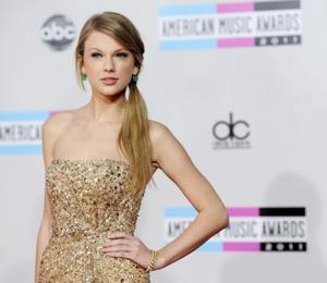 See Taylor Swift's Cute Lyric Video For 'Eyes Open'