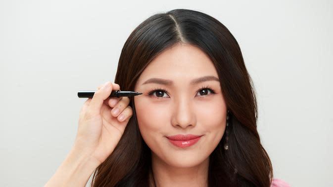 Ilustrasi eyeliner (Sumber: shutterstock)