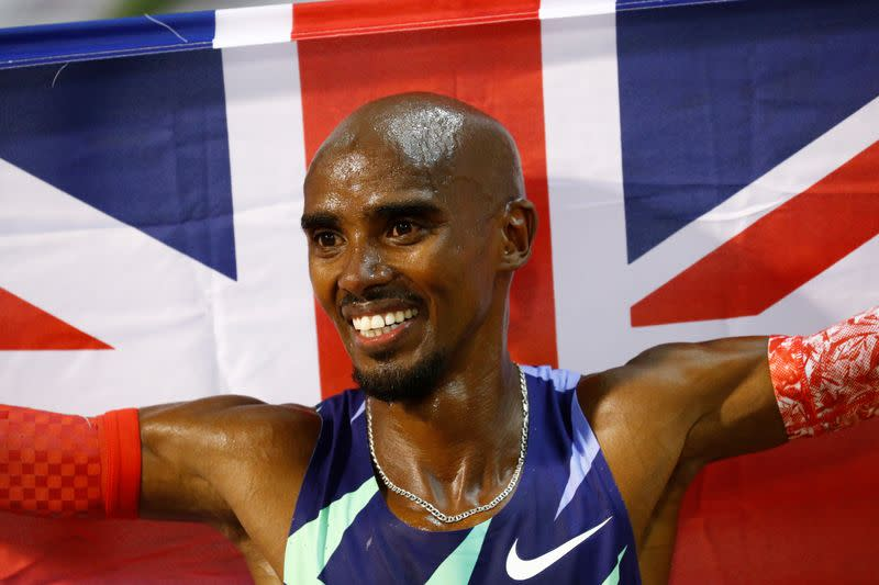 Athletics: Farah returns to track in style by breaking one-hour record