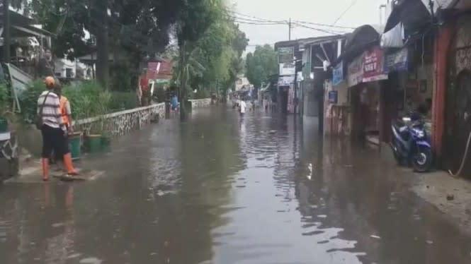 Diguyur Hujan Sesaat, Kemang Banjir Semeter