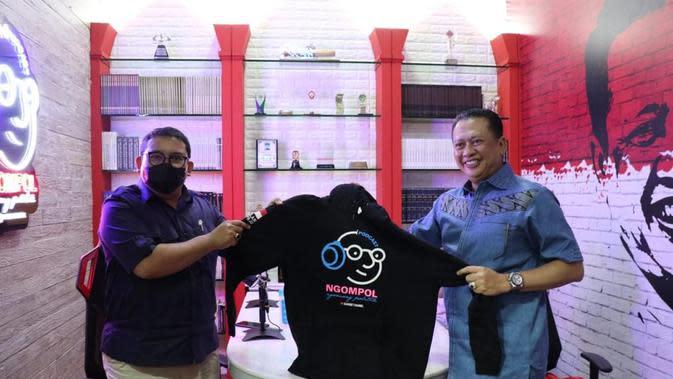 Bamsoet usai Podcast Ngobras sampai Ngompol (Ngobrol Asyik sampai Ngomong Politik) bersama Fadli Zon, untuk konten Youtube Bamsoet Channel, di Jakarta, Minggu (18/10/20).