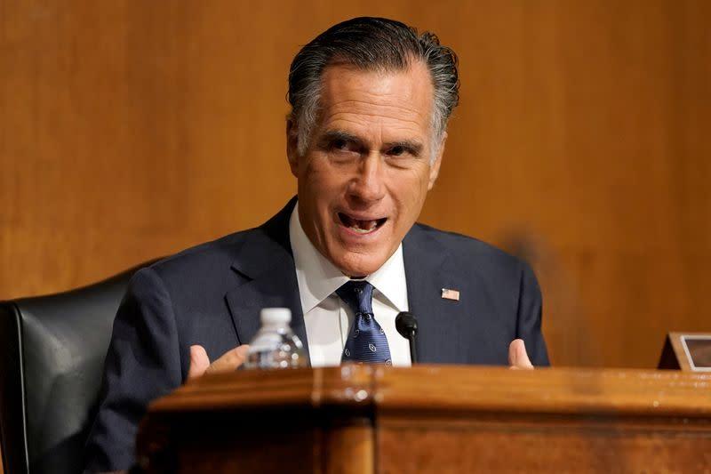 U.S. Senate Republicans, Romney pave way for vote on Trump Supreme Court pick