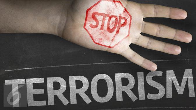 Densus 88 Bawa Sejumlah Barang Bukti dari Rumah Terduga Teroris di Cirebon
