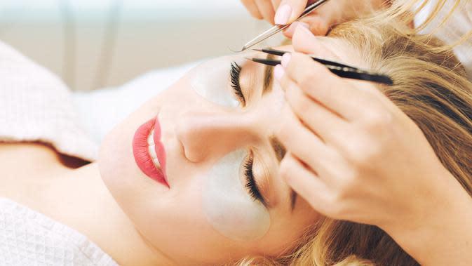 ilustrasi tips merawat eyelash extension/AlikeYou/shutterstock