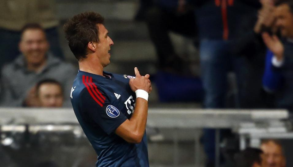 Munich's Mandzukic celebrates scoring against CSKA Moscow during their Champions League group D first leg soccer match in Munich