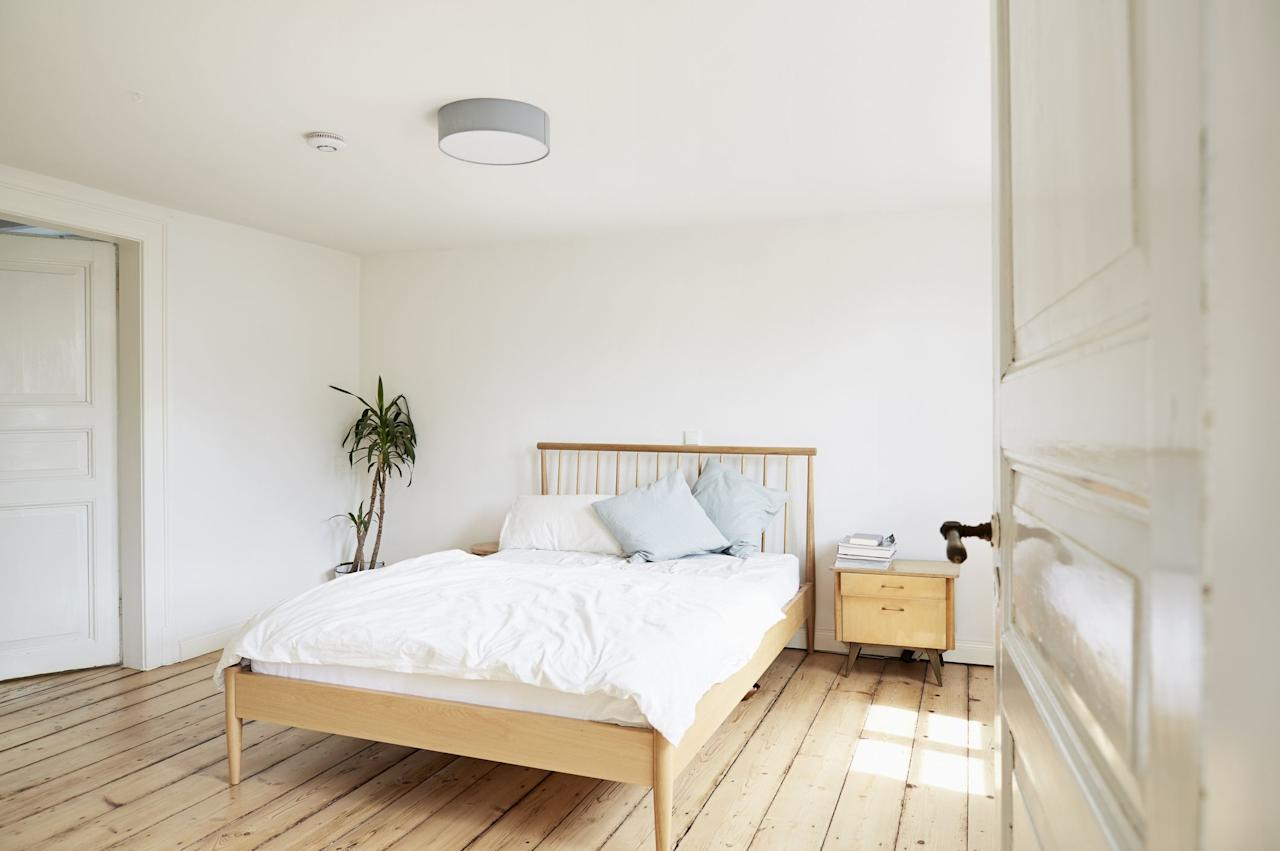 """<p><a href=""""https://www.housebeautiful.com/shopping/a32983515/sheet-thread-count-buying-guide/"""" target=""""_blank"""">Buying new sheets</a> is one of those things that seems like it would be easy, but it can actually be quite the challenge. Between different brands, materials, and even just all the different <a href=""""https://www.housebeautiful.com/shopping/home-accessories/g31788225/best-cotton-sheets/"""" target=""""_blank"""">types of cotton</a> out there, it's hard to know what will be the right fit for you (unless you've already found sheets you love, of course.) Before you dive in to shopping, there are a couple of things you should keep in mind.</p><h3 class=""""body-h3"""">Thread Count</h3><p>You've likely been taught that thread count is super important when you're shopping for sheets, but that's not actually true. Per Katie Elks, director of design and product development at <a href=""""https://go.redirectingat.com/?id=74968X1525080&xs=1&url=https%3A%2F%2Fwww.brooklinen.com%2F&sref=https%3A%2F%2Fwww.housebeautiful.com%2Fshopping%2Fa32983515%2Fsheet-thread-count-buying-guide%2F%3Fpre%3Dshopping%252F%26prefix%3Da%26id%3D32983515%26del%3D%26variantId%3D%26post%3D%252Fsheet-thread-count-buying-guide"""" target=""""_blank"""">Brooklinen</a>, thread count refers to the number of horizontal or weft and vertical or warp yarns in a square inch of fabric. And it's definitely not the end-all, be-all of factors that go into sheet shopping. </p><p>According to <a href=""""https://go.redirectingat.com?id=74968X1596630&url=https%3A%2F%2Fwww.parachutehome.com%2F&sref=https%3A%2F%2Fwww.housebeautiful.com%2Fshopping%2Fhome-accessories%2Fg25850120%2Fbest-sheets%2F"""" target=""""_blank"""">Parachute</a> founder Ariel Kaye, thread count is """"largely a marketing gimmick."""" This is because in many cases, manufacturers will weave multiple strands together to create threads, and then use that to inflate the thread count. """"It ultimately takes away from their durability and softness,"""" she says. Elks adds that typically those thr"""