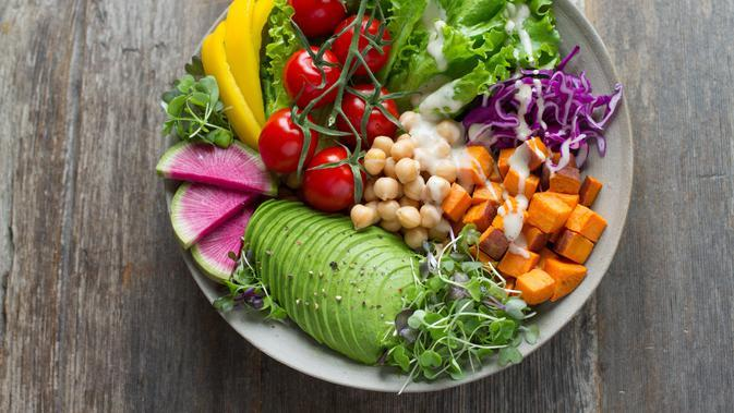 Ilustrasi menu salad kaya nutrisi (Photo by Anna Pelzer on Unsplash)