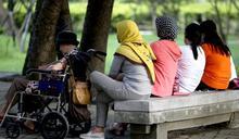 提醒移工遵守交通法規 南警六分局自創五國語言「安全詩」