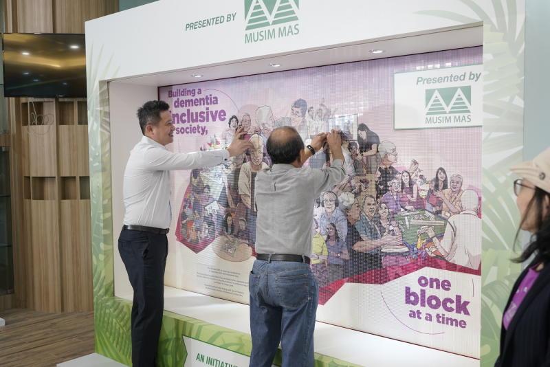 Kebun Baru MP Henry Kwek (left) helping to complete a Lego mural to commemorate World Alzheimer's Day on 21 September 2020. (PHOTO: Alzheimer's Disease Association)