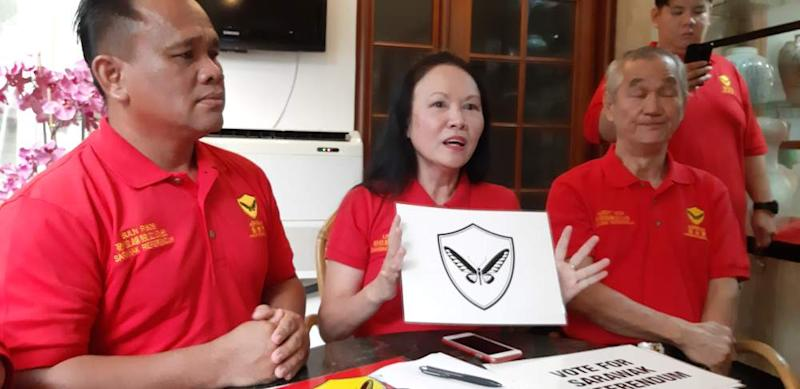 Aspirasi president Lina Soo holding the party's new symbol at a press conference in Kuching, February 22, 2020. ― Picture by Sulok Tawie