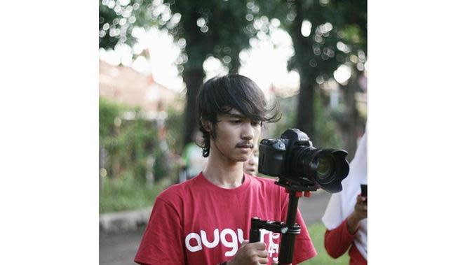 Ingat Somat di Eneng dan Kaos Kaki Ajaib? Ini 6 Potretnya Jadi Videographer (sumber: Instagram.com/risfisyahputra)