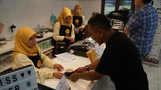 Cafe More Bandung menargetkan karyawannya bisa digaji selevel dengan Upah Minimum Provinsi (UMP). (Liputan6.com/Huyogo Simbolon)