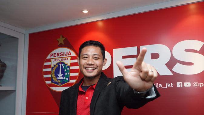 Evan Dimas menandatangani kontrak setahun bersama Persija. (Media Persija).
