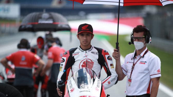 Pembalap Indonesia lain yang sedang mengikuti kelas Moto2 2020, Andi Gilang jelang balapan Moto2 Austria, Minggu (16/8/2020). (Honda Team Asia)