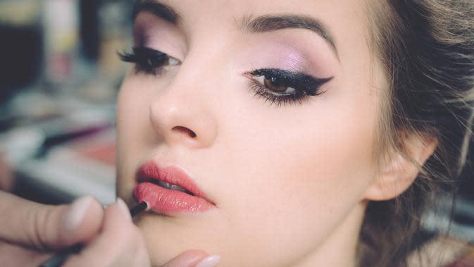 Ilustrasi makeup (Photo by freestocks.org on Unsplash)