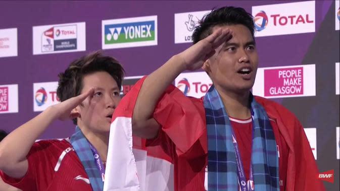 Ganda campuran Indonesia, Tontowi Ahmad/Liliyana Natsir, meraih medali emas pada Kejuaraan Dunia Bulutangkis 2017, di Glasgow, Skotlandia, Minggu (27/8/2017). (Twitter/BulutangkisRI)