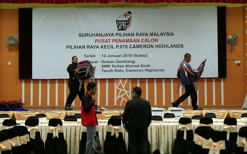 Volunteers setting up the nomination centre at Dewan Gemilang SMK Sultan Ahmad Shah ahead of nomination day for the Cameron Highland by-election, January 11, 2019. ― Picture by Farhan Najib