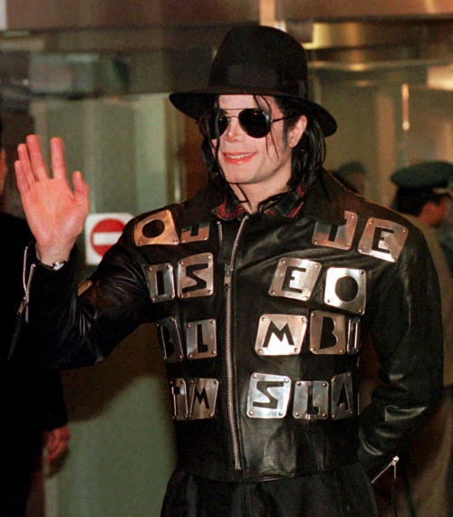 FILE - In this Feb. 22, 1998 file photo, U.S. pop star Michael Jackson waves after arriving at the Kimpo Airport in Seoul to attend the inauguration ceremony for President-elect Kim Dae-jung and also discuss plans for a benefit concert to aid starving North Korean children. David Fournier, a nurse anesthetist who treated Jackson between 1993 and 2003 told a Los Angeles jury on Thursday July 25, 2013, in a civil case against AEG Live filed by Jackson's mother, that the singer had a high tolerance for anesthesia and was not always forthcoming with his medical history. Fournier said he stopped working on Jackson after the singer seemed unfit to undergo cosmetic surgery in 2003. (AP Photo/Ahn Young-joon, File)