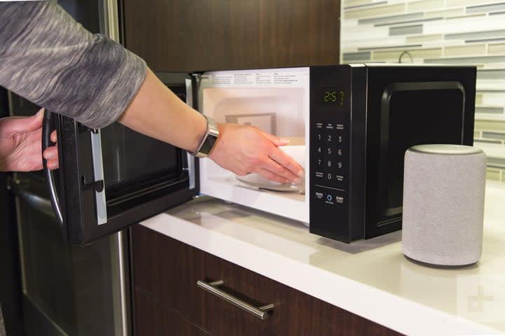AmazonBasics Microwave Review