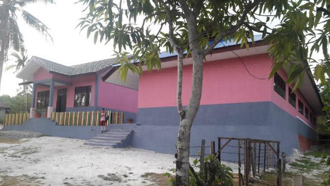 Pemkot Surabaya bantu SDN 2 Liang Maluku. (Foto: Liputan6.com/Dian Kurniawan)