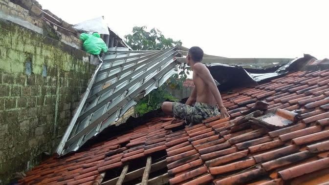 Rumah Diterjang Puting Beliung, Ratusan Warga di Bogor Mengungsi