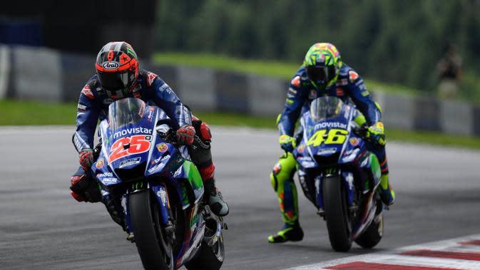Duo Movistar Yamaha, Valentino Rossi (kanan) dan Maverick Vinales, sama-sama terpuruk pada balapan MotoGP Austria di Sirkuit Red Bull Ring, Minggu (13/8/2017). (Yamaha MotoGP)