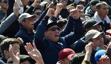 吉爾吉斯選後爭議未平 敵對陣營群眾再爆肢體衝突
