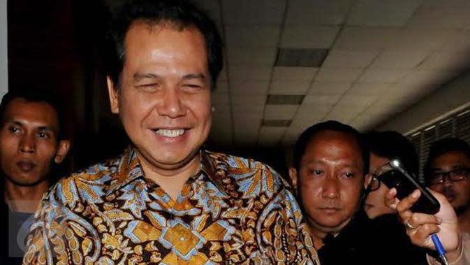 Anda pasti tak asing dengan kedua stasiun TV ini, Trans TV dan Trans 7 mereka dibawah naungan Trans Corp yang pemiliknya adalah orang terkaya di Indonesia ke-3, Bapak Chairul Tanjung. Kekayaannya mencapai 53,75 triliun rupiah. (Liputan6.com/Johan Tallo )