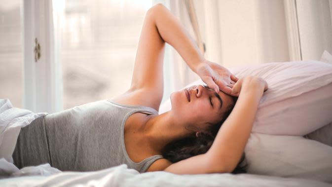 ilustrasi perempuan di tempat tidur/Photo by Andrea Piacquadio from Pexels