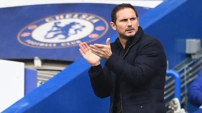 Pelatih Chelsea, Frank Lampard, menyemangati pemainnya saat menghadapi Crystal Palace pada laga lanjutan Liga Inggris di Stamford Bridge, Sabtu (3/20/2020) malam WIB. Chelsea menang 4-0 atas Crystal Palace. (AFP/Neil Hall/pool)