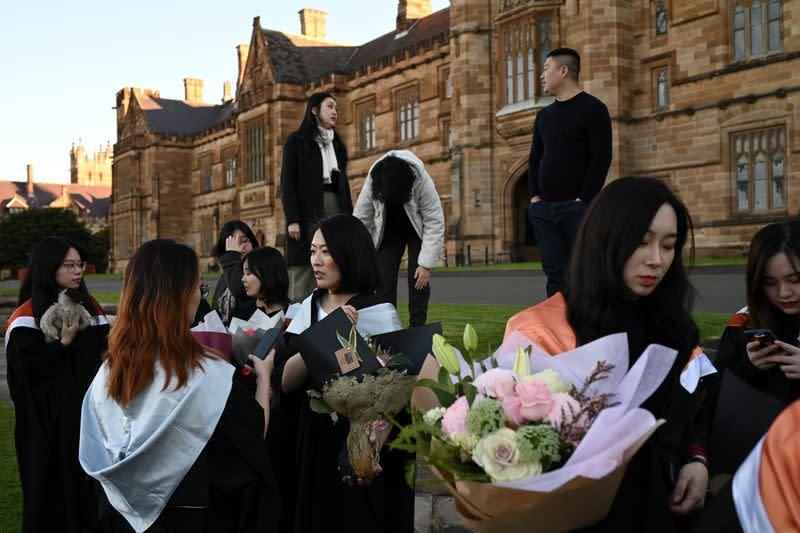 Chinese students in Australia head home as coronavirus upends study