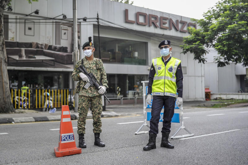 Malaysian Armed Forces and police personnel are seen at one of the roadblocks in Kuala Lumpur March 22, 2020. — Picture by Shafwan Zaidon