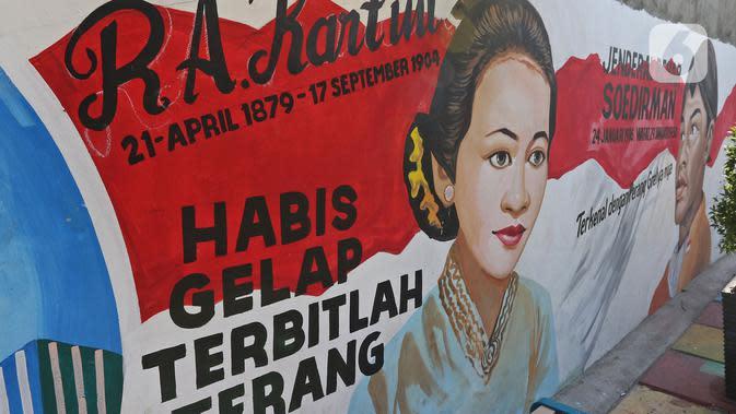 Mural terlihat di Kampung Budaya Kawasan Jakarta Barat, Selasa (19/11/2019). Penataan dilakukan mulai dari pembenahan jalan, pembuatan resapan air, bangku, mural, hingga ubin pemandu untuk penyandang disabilitas dengan anggaran mencapai Rp2.5 miliar. (Liputan6.com/Herman Zakharia)
