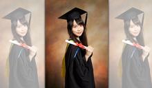 為社運高中起2度休學 港「學運女神」曬學士照:我畢業啦