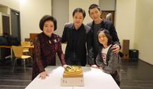 陳淑芳買蛋糕捧進影廳 映後幫導演慶生...遭回「我真的好討厭驚喜」