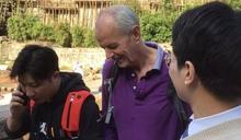 英國外交官重慶勇救落水女生:「我只是脫鞋最快」