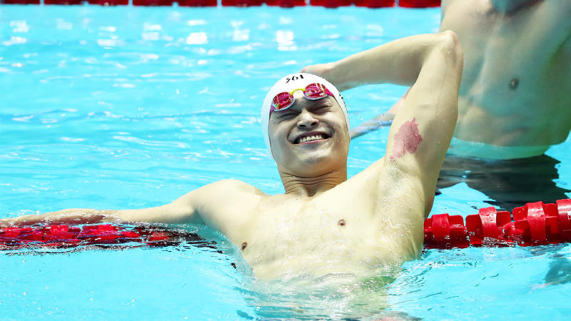 Sun Yang booed during celebrat...