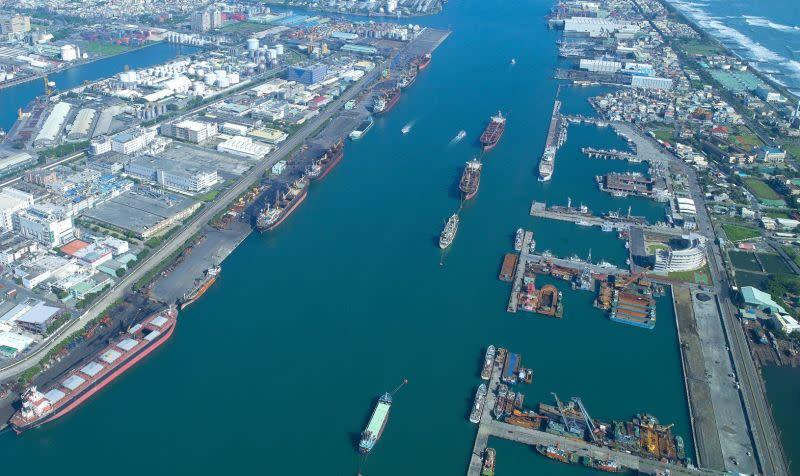 ▲台灣港務公司在高雄港規劃擴充貨櫃中心。(資料照/記者黃守作攝)