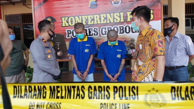 Dua pelaku saat menceritakan pembacokan yang sempat viral melalui pesan singkat kepada Waka Polres dan Kasat Reskrim, dalam gelar kasus, Jumat (11/9/2020). (Foto: Liputan6.com/Felek Wahyu)