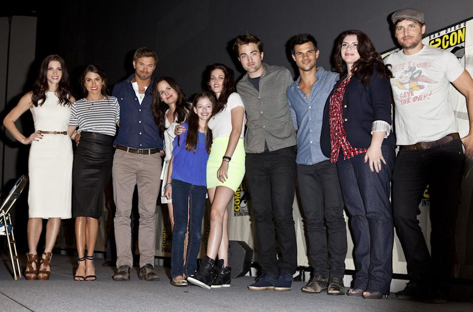 Ashley Greene, Nikki Reed, Kellan Lutz, Elizabeth Reaser, Mackenzie Foy, Kristen Stewart, Robert Patterson, Taylor Lautner, Stephenie Meyer & Peter Facinelli