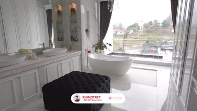 Rumah Kartika Putri (Sumber: YouTube/RIOMOTRET)