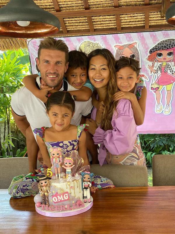 Menikah di tahun 2011, Indah dan suami sudah dikaruniai tiga orang anak. Ayanna Rose Werner, Byron Benjamin Werner, dan Tigerlily Grace Werner. (Instagram/indahkalalo)