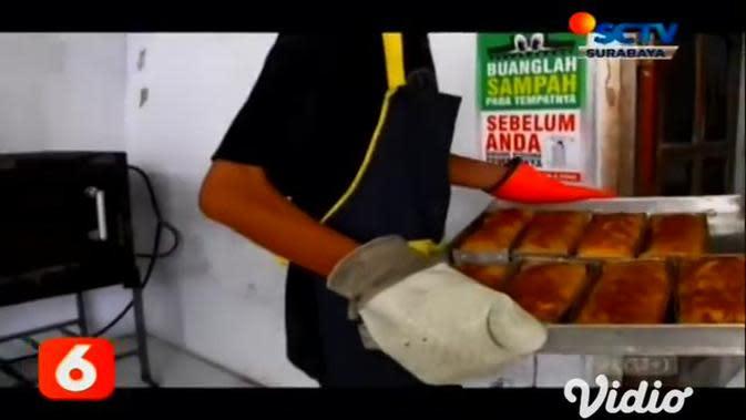 VIDEO: Menikmati Oleh-Oleh Khas Lumajang Strudel Durian Semeru