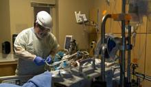 專家坦言「現在封鎖已經太晚」,「B.1.1.7」恐早在美國傳開!變種新冠病毒美國出現第二例:未曾出國的30歲加州男性