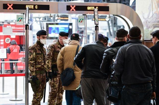 Italy's transport links in chaos in virus crackdown