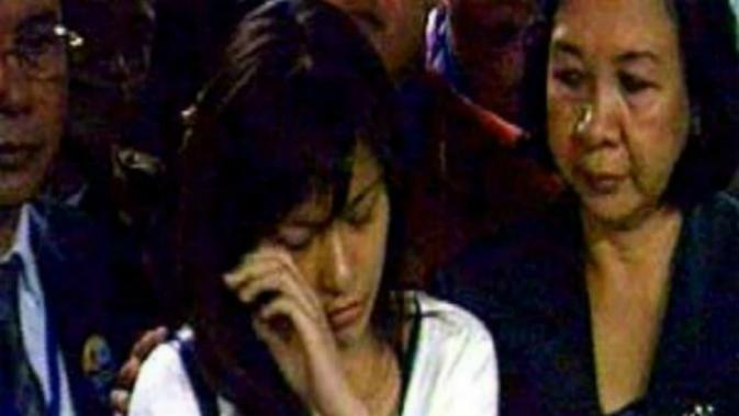 Lidya Pratiwi menangis usai persidangan kasusnya. (Liputan6.com)